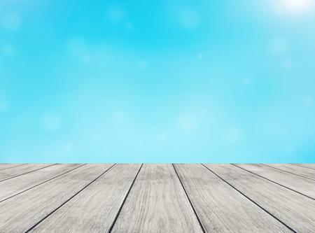 resumen fondo azul claro y la perspectiva tablón de madera Foto de archivo