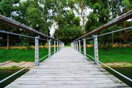 guard rail: Plank bridge