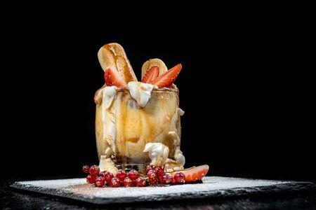 Tiramisu dessert in the cup for Christmas. Imagens