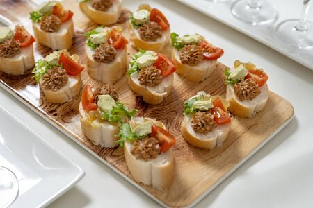 Catering, snacks on the table. Mini Sandwiches with pate and tomatoes, decorated with salad. Imagens