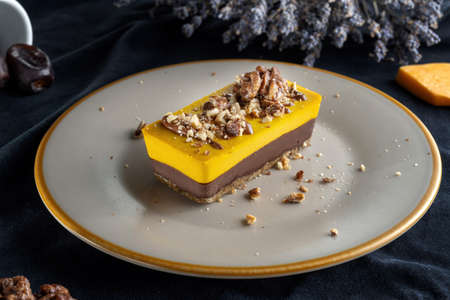 Homemade pumpkin pie with chocolate, and nuts. Sprinkled with walnuts-2. Standard-Bild