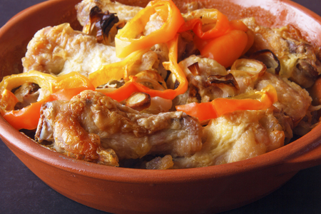 Meat of poultry, cooked in ceramic bowl in oven. Dietary meal for lunch or dinner. Banco de Imagens - 106743818