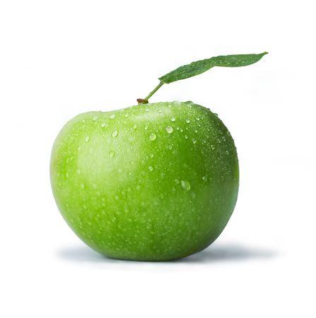 Pomme verte avec des gouttes. Le fichier comprend un trac� de d�tourage.  Image de qualit� professionnelle retouch�es.