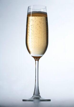 C�l�bration champagne sur fond blanc