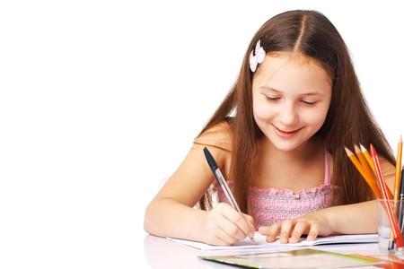Bonita ni�a escribir algo en el m�dulo y sonriente.  Foto de archivo - 7765054