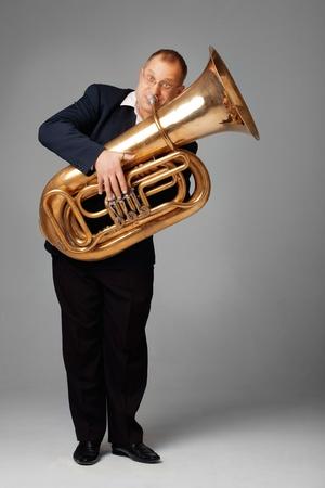 Musicien jouant le tuba Banque d'images
