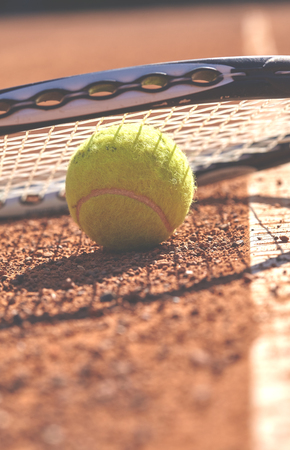 Tennis balls and racket on the court Imagens
