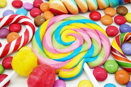 golosinas: Caramelos coloridos mixtos se cierran para arriba