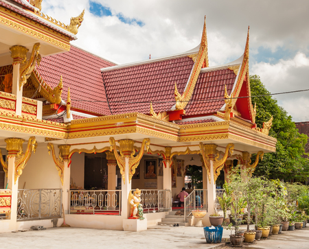 spirituell: Buddha Tempel Thailand blauer Himmel