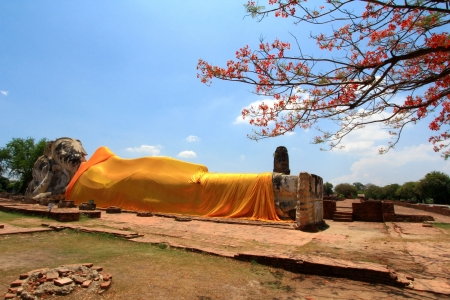 Full length view of a huge reclining Buddha image - Phra Bhuddhasaiyart, after a bad flood in Ayutthaya at Wat Lokayasuttharam, built in 1412 - Thailand photo