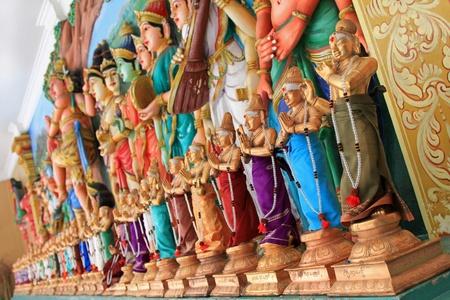 hinduismo: Estatua de dioses hindúes en el templo hindú Sri Mahamariamman, Kuala Lumpur, Malasia DOF