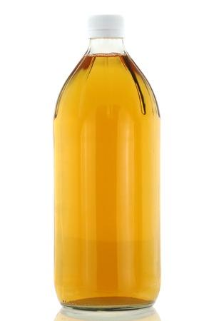 Une bouteille de vinaigre de cidre filtré isolé sur blanc Banque d'images - 29686975