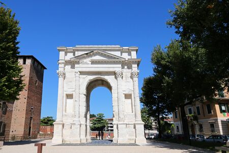 gavia: Arch of Gavi Arco dei Gavi next to the castle Castelvecchio in Verona Italy on September 14 2014. The Arco dei Gavi was built in the 1st century by the gens Gavia and was used as an entrance gate in the walls during the Middle Ages.