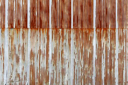 Achtergrond textuur van roestig Gegolfde metalen plaat, gegalvaniseerd ijzer plaat