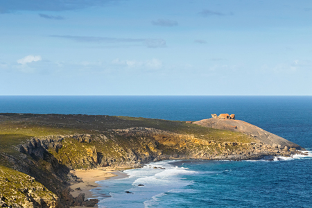 remarkable: Distance view of Remarkable Rocks, natural rock formation at Flinders Chase National Park. One of Kangaroo Islands iconic landmarks, South Australia