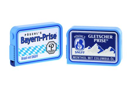 tabaco: Baviera, Alemania - JUNIO DE 2015: Cajas de Poschl Gletscher Prise, un tabaco nasal en Baviera, Alemania, el 26 de junio de 2015. Tabaco es el tabaco sin humo con Brasil sabor y aroma de menta, aceite de mentol de Colombia. Editorial