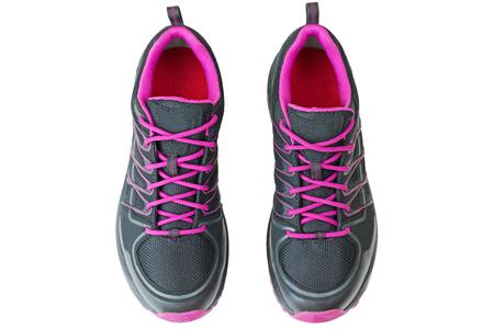 Widok z góry na lekkie obuwie turystyczne buty dla kobiet w kolorze czarnym i różowym, na białym tle