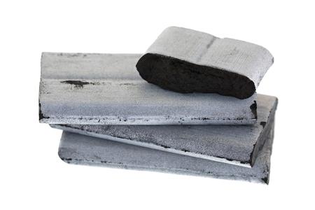 Detalle de cuadrados de alta temperatura incienso Carbones de plata de bambú para utilizar con resina aromática de goma, libre de aditivos químicos aislados sobre fondo blanco Foto de archivo - 75225707