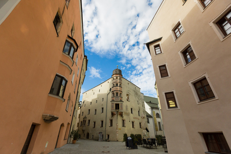 RATTENBERG, AUSTRIA - SEPTEMBER 2017 : View of buildings, street area of medieval town of Rattenberg, Austria on September 22, 2017. Rattenberg is a small historical town well known for crystal glass producing. Редакционное