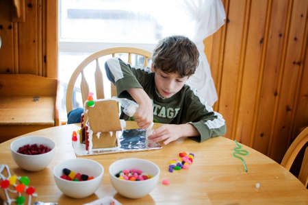 gingerbread: decorating gingerbread houses Stock Photo