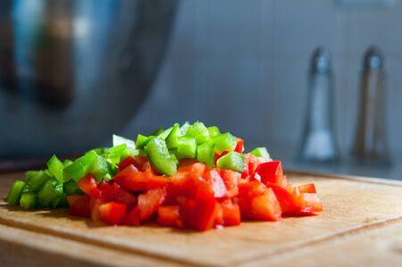 pimientos: daditos de pimiento rojo y verde Foto de archivo