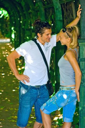brune: Two young lovers in the park