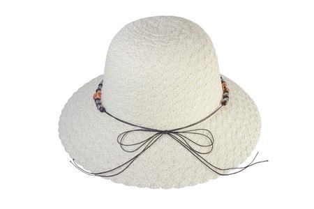 짠된 모자 갈색 가죽 밧줄, 흰색 배경에 격리와 장식.