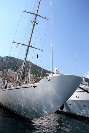 super yacht: Lo scafo di un super yacht nel porto di monaco Archivio Fotografico
