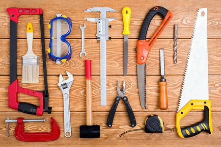 Set von verschiedenen Handwerkzeugen Standard-Bild - 75742021