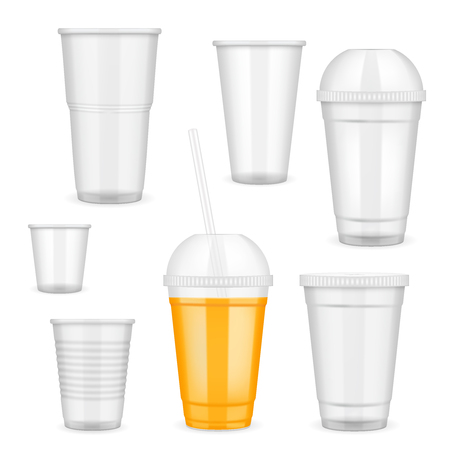 Realistic transparent disposable plastic cup set. Vectores