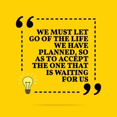 영감을 주는 동기 부여 인용문. 우리는 우리를 기다리고 있는 삶을 받아들이기 위해 우리가 계획한 삶을 버려야 합니다. 벡터 심플한 디자인입니다. 노란색 배경 위에 검은색 텍스트