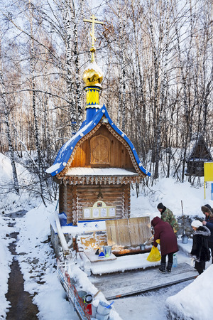 Russia, Siberia, Novosibirsk region, Iskitimsy district, village Loghok - January 6, 2016: The natural source of fresh drinking water, a holy spring, a place of pilgrimage Siberians 新聞圖片