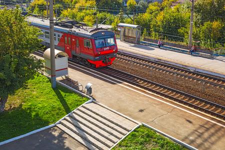 2017 年 9 月 17 日シベリア, ロシア連邦 - ノヴォシビルスク市:「センター」ノボシビルスク市駅に到着する列車 報道画像