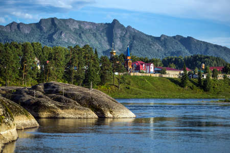View of the Biya river, the attraction Stone of Love and the village of Turochak. Turochaksky district, Altai Republic, South of Western Siberia, Russia 版權商用圖片