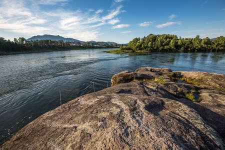 View of the Biya river, the attraction Stone of Love and the village of Turochak. Turochaksky district, Altai Republic, South of Western Siberia, Russia 版權商用圖片 - 158031298
