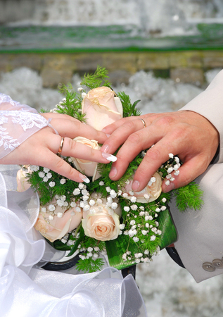 pictured in the photo Hands and rings on wedding bouquet Imagens