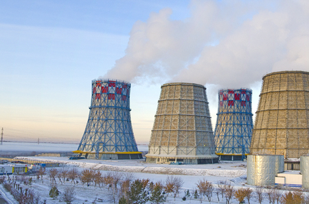 Territory of heat and power station. Accumulator tanks and cooling towers. Close-up. Winter Banco de Imagens