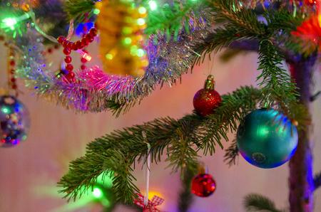 Festive decorations on the Christmas tree. Banco de Imagens