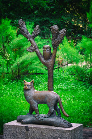 Bronze monument. Fairytale character - learned cat Zdjęcie Seryjne