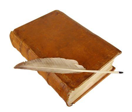 vejez: El libro antiguo y viejo de plumas de ganso Foto de archivo