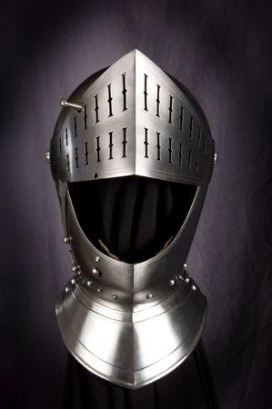 rycerz: Zbroję średniowiecznego rycerza. Metal ochrony żołnierz przeciwko broni przeciwnika