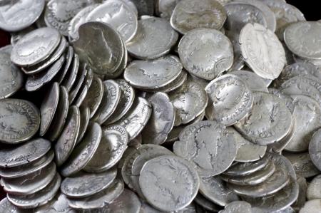 monedas antiguas: Antiguas monedas son de plata. Medios de pago de los últimos siglos