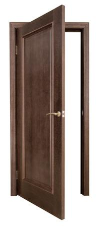 wood door: Ouvrir la porte en bois sur un fond blanc