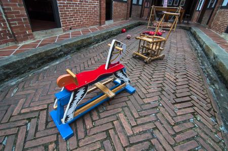 trojans: Retro toy house courtyard Trojan