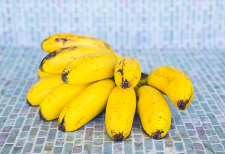 overripe: Tile background with overripe bananas