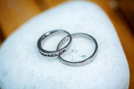 Two wedding rings on a rock Imagens