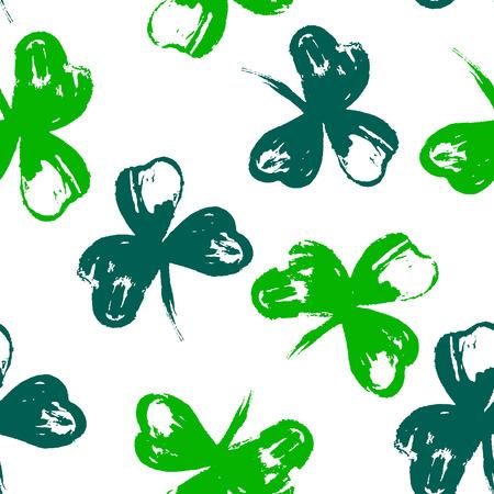 Glückliches St Patrick Tagesfeiertagsplakat mit Hand gezeichneter Beschriftung und Bürste malte Kleesymbol. Irische grüne Urlaubsparty-Vektorillustration. Für Banner, Werbung, Einladungen, Grußkarten.