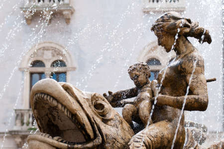 diana: Perspective of some architectural elements of the Fountain of Diana in Syracuse, a work by the sculptor Giulio Moschetti, in 1907 Stock Photo