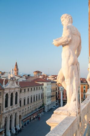 lord's: Statues on the top of the Basilica palladiana in Vicenza and a view of Lords Square