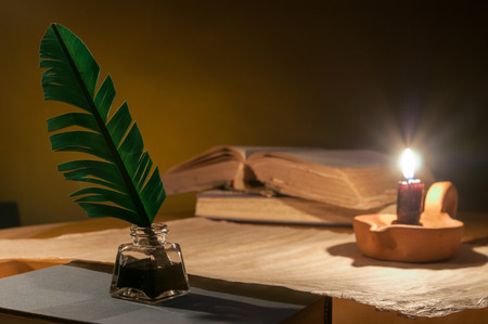 Quill pen, old papers and books by candle light Stok Fotoğraf - 80998492